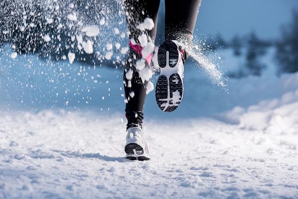 O výběru běžeckých bot rozhoduje počasí. Do nečasu s návleky i ... 5a7c213222